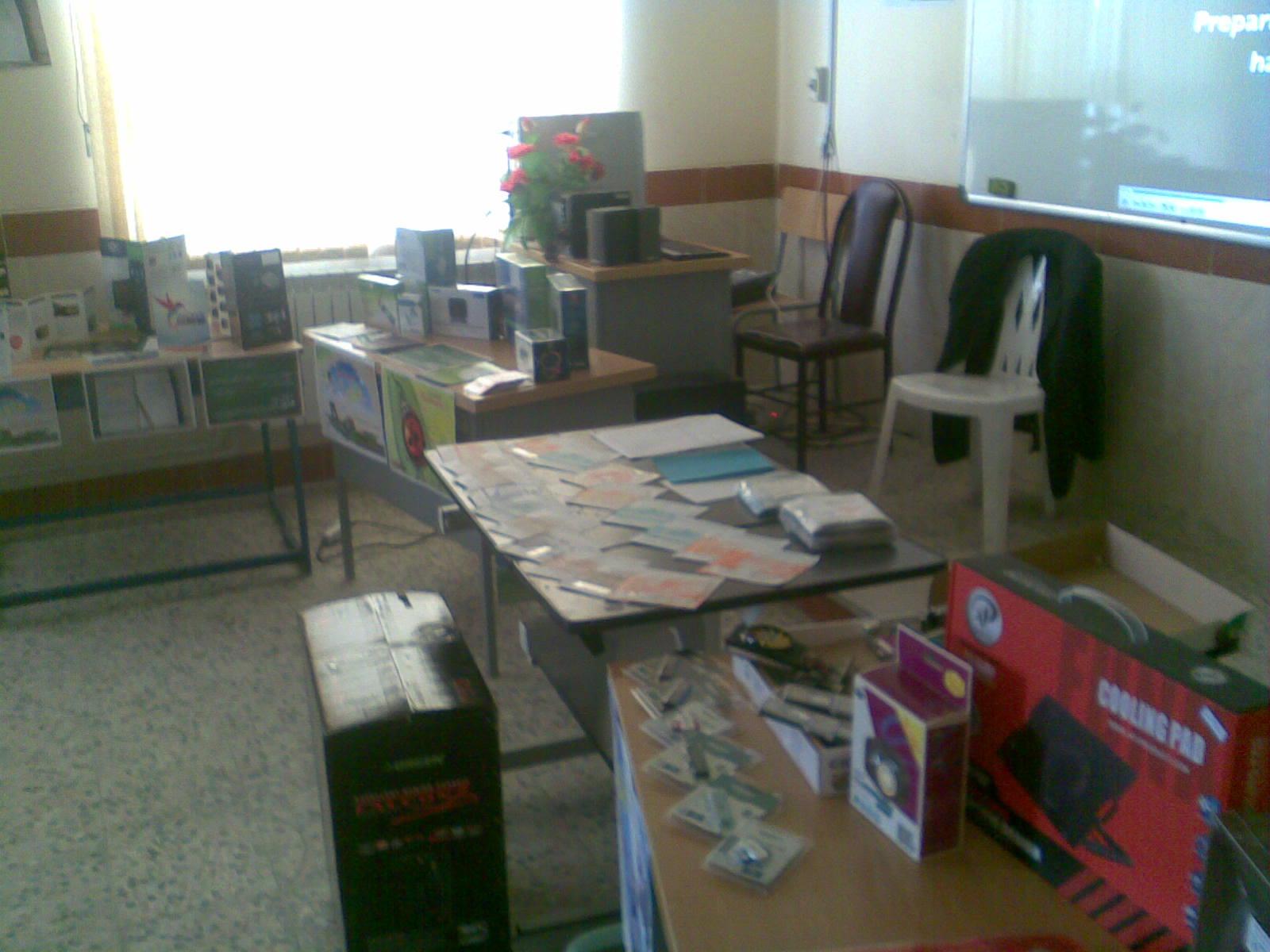 نمایشگاه شرکت کامپیوتر فلورا سیستم گیل به مناسبت هفته معلم در دبیرستان شاهد عظیم صدیقی